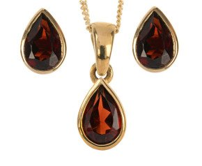 9ct Yellow Gold 1.35ct Pear Garnet Solitaire Pendant & Earrings Jewellery Set