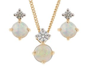 9ct Yellow Gold Opal & Diamond Pendant & Earrings Jewellery Set