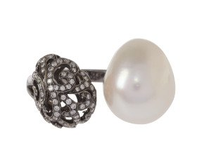 18ct Gold Whispering Baroque Pearl & Small Hollow Tear Ring