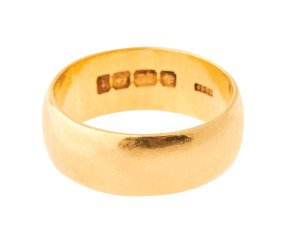 Antique 1919 22ct Gold Court 7.3mm Wedding Band