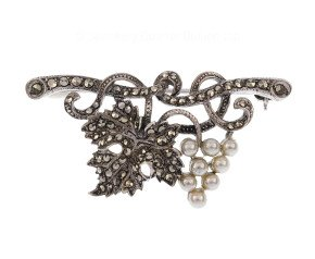 Vintage Victorian Style Ivy & Grapes Brooch