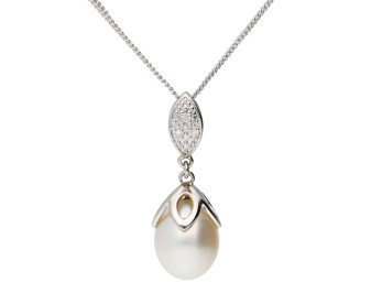 9ct White Gold Pearl & Diamond Drop Pendant